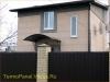 фото дома, фасад защищен панелями с мраморной крошкой 06