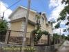 фото дома, фасад защищен панелями с мраморной крошкой 17