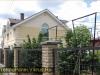 фото дома, фасад защищен панелями с мраморной крошкой 18